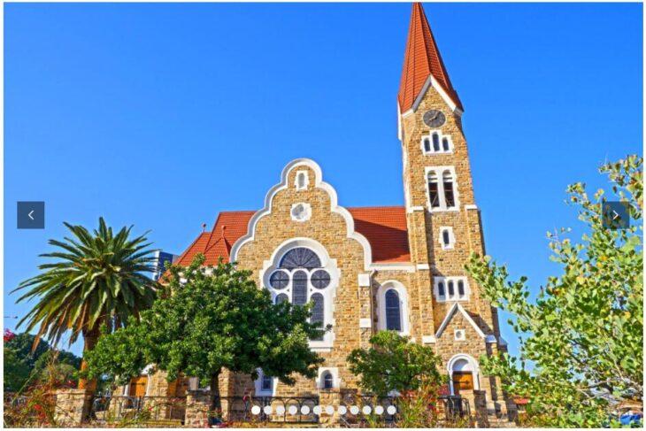 NAMIBIA - DUNES, SAFARIS AND CHARMING CITIES